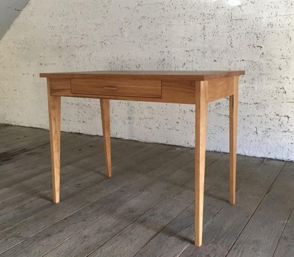 desk alone 1 a